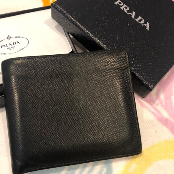 1f8912c2d1c16f Authentic Men's Prada Saffiano Wallet Bi Fold. M_5c759791194dadffbbc07038